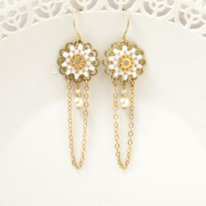 Delicate bridal earrings, Bridal chandelier earrings, Delicate pearl earrings, Dainty wedding earrings, Dainty earrings pearl