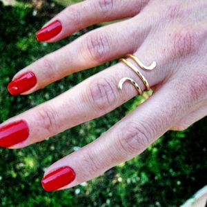 14K Gold Filled Snake ring, Hand Hammered Ring, Curvy Ring, knuckle ring, Unique Rings for Her.