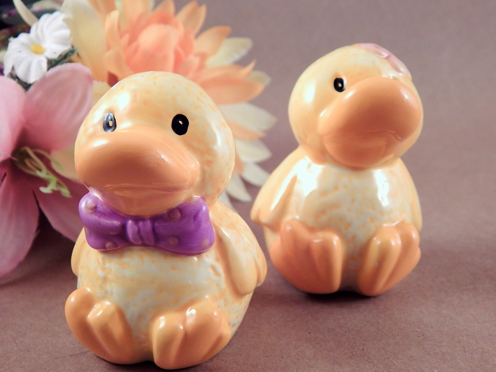 Salt and Pepper Shakers Ceramic Ducks Hand Painted Yellow Easter Tableware Collectible Novelty Spring Holiday Dish Farmhouse Kitchen Decor