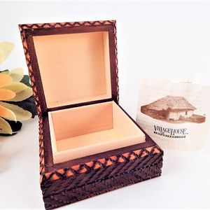 Vintage Jewelry Tinket Box Linden Wood Unisex Flip Op Jewelry Keeper Made in Poland