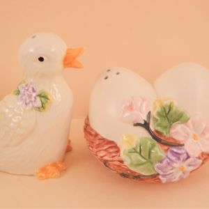 Salt and Pepper Shakers Duck and Egg Nest AVON Springtime Easter Tableware